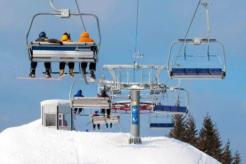 Det er mange som mister mobilen mens de snapper i skiheisen.