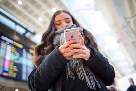 Legene må rydde opp i ulovlig SMS-praksis, krever både Høyre og Forbrukerrådet.