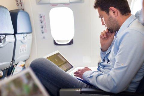 Wi-fi på flyet kan være usikret og skade din bedrift, advarer eksperter.