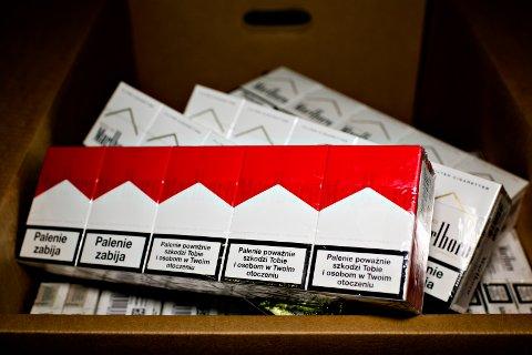 Regjeringen vil bekjempe ulovlig tobakkshandel. Her fra et beslag som består av sigaretter.