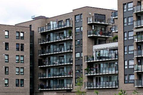 Oslo  20140701. Lørenbyen, eksteriør. I Lørenbyen bygges det boliger. Løren forvandles til en moderne boligby med nybygg, butikker, kafeer og restauranter. Her boligbebyggelsen i Lørenveien 41. Foto: Anette Karlsen / NTB scanpix