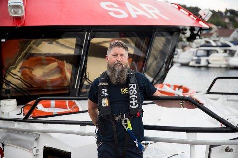 Båtfører, dykker og redningsarbeider Pål Abrahamsen sier at folk må passe på hverandre ute på sjøen.