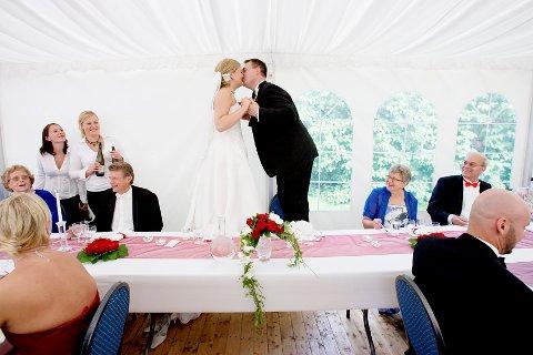 Seks av ti nordmenn som ønsker å gifte seg sier de vil foretrekke en ikke-religiøs seremoni.