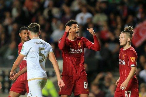 Liverpools Ki-Jana Hoeverjubler etter ligacupseieren mot MK Dons i forrige runden.