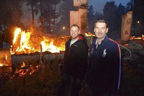 NY PLAN: Morten Hødal og Øyvind Bakke (fremst) i Folkeparkens venner vil gjøre noe tragisk om til noe positivt. De planlegger å bygge en terrasse der Parklokalet sto.