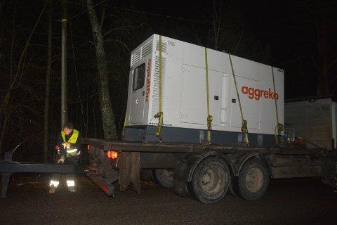 NØDSTRØM: Hafslund Nett har fått på plass nødaggregat som skal sikre strøm til kablene er fikset.