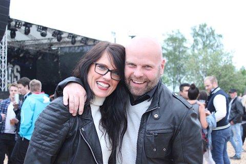 KJÆRLIGHET: Christin og Jørgen er fortsatt forelsket etter tre år som kjærester, de møttes på rocken i 2013 og har vært der hvert år etter det.