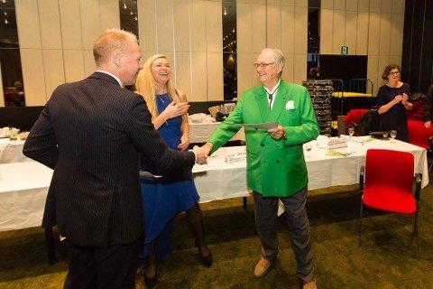 Storslått møte: Her hilser Terje Garseg på pris Henrik av Danmark. Garseg kom på tredjeplass i bridgeturneringen Radisson Blu Scandinavia IMP Pairs i helgen. I midten står arrangør Christina Lund Madsen.