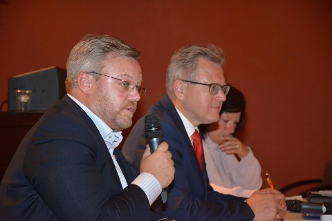 NYE NUMRE: Fellesnemndas leder og nestleder; Thor Hals og Erik Unaas har fått nye numre å pugge. Nummeret på Indre Østfold kommune blir 3014.