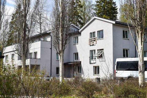FÅR IKKE HJELP: 38 asylsøkere her på Hobøl mottak har fått avvist søknaden sin, og venter på å bli sendt ut av landet. De får ikke hjelp til helseproblemer mens de venter.
