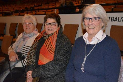 Ventet et halvår: F.v.: Nora Garseg (80), Torhild Nedreberg (66) og Liv Westerby (66) fra Askim hadde ventet på konserten i seks måneder. Endelig fikk de se heltene opptre.