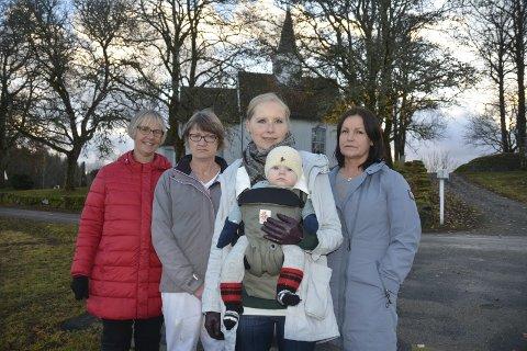Nordalternativet: Fellesrådet med f.v. Anne Kiserud (61), Torgunn Hoff (56), leder Marita Solberg Bjerke (35), med sin halvt år gamle datter  Jenny, og Wenche Emilie Fosse ber politikerne vedta alternativ nord.