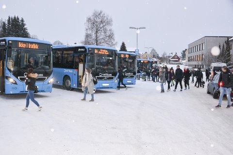 Blir kontrollert: Denne uka og neste vil det bli  kontroll på bussene i Indre Østfold for å hindre at folk sniker. (personene på bildet har ikke noe med saken å gjøre)