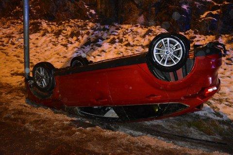 For to uker siden var det vanskelige kjøreforhold i Indre Østfold. Sjåføren av denne bilen mistet kontrollen og taket i grøfta av E18.