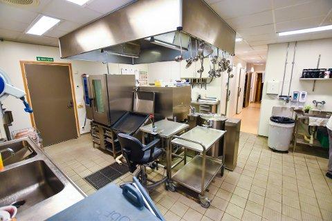 IKKE GODT NOK: Kjøkkenet på bo- og behandlingssenteret får kritikk fra Mattilsynets inspektører.