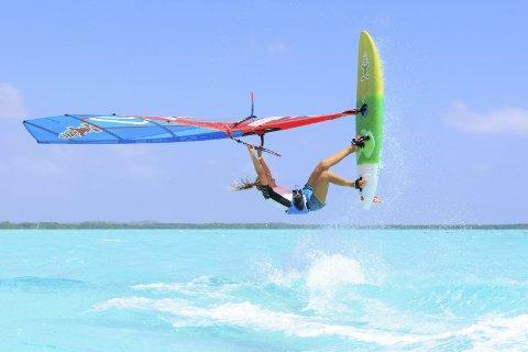 Rå: Ikke mange windsurfere i verden mestrer det Oda Johanne gjør.