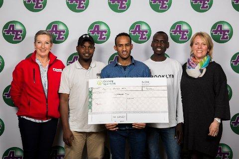 Marker Røde Kors driver språkcafe. På prisutdelingen var de representert ved f.v Mette Ane Therkelsen, Adam Issa, Abdirisa Khalif, Mohamed Yahya og Eva Martinsen.
