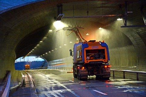 Bildet tjener som illustrasjon og  viser tunnelvask i regi av Veidrift som hadde ansvaret for veiene før Bergquist Maskin og Transport.