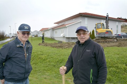 GÅR I BRESJEN: Olav Nygård og Leif Wiik går i bresjen for å utvide Filadelfiakirken i Mysen med 220 nye kvadratmeter.