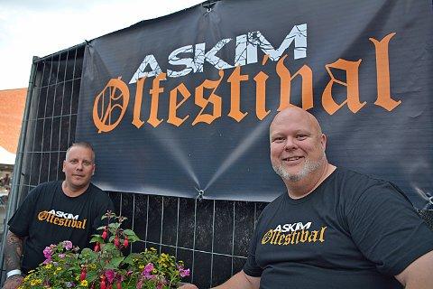 ARRANGØR: Bjørn Fiskvik og Anders Riseng i Askim Ølfestival.