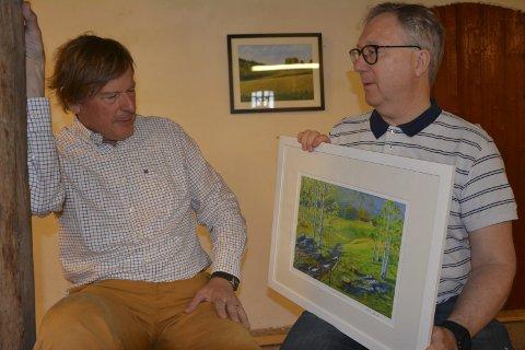 Invitert: Stephen Chance (66) inviterte Spydeberg-kunstneren Stig Sandem (68) (t.h.) som stiller ut rundt 20 bilder. I tillegg blir det bilder og keramikk av fire andre kunstnere.
