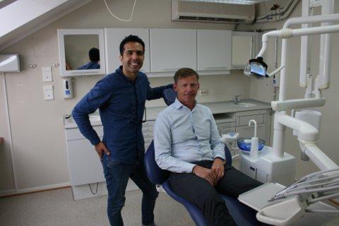 Payam Ruhi (t.v.) starter ny tannreguleringsklinikk i Askim til høsten. Her er han sammen med Erik Svarstad.