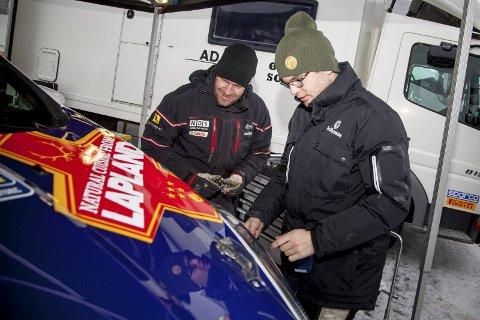 GODT SAMARBEID: Mads Steen under Rally Sweden for å bistå Oscar Solberg i en innleid Ford Fiesta R2T.