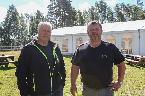 Byr opp til dans: Egil Fosseid og Roger Bekkemoen er klare for fest i teltet.