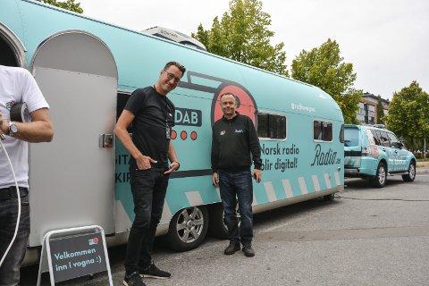 Radiovogna: Radiovogna er et initiativ fra Digitalradio Norge, som eies av NRK og P4-gruppen. – Vi driver nettstedet Radio.no., hvor folk kan få informasjon om det digitale radioskiftet, sier kommunikasjonssjef Tommy Gaustad (f.v.) og markedsansvarlig Jarle Ruud.