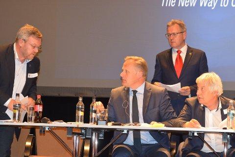 UENIGE: Fylkesmann Trond Rønningen og hans stab mener det er litt meningsløst av Askim kommune å rullere sin kommuneplan nå. Thor Hals er uenig og har backing i Fellesnemnda med blant annet Erik Unaas og Olav Brevik.