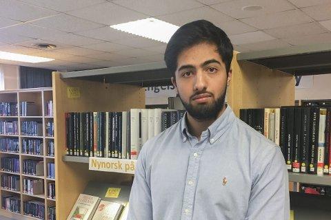 Ta ansvar: Dilawar Mahmood (17) mener elever må ta ansvar for egen læring. Selv bruker han mobil og PC i undervisningen kun når det er nødvendig.