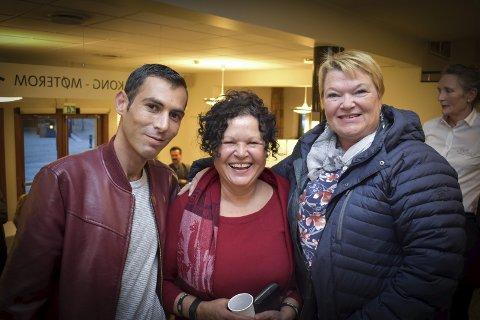 FRIVILLIGE: Blant de mange frivillige som dukket opp på Mulighetenes marked var askimingene Omran Alnajad, Rosa Da Silva og Ann-Karin Løken.