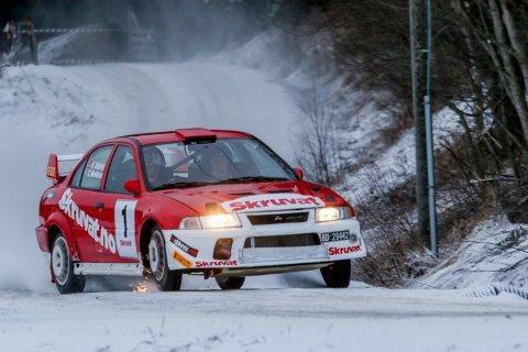 Henning Solberg og Cato Menkerud fra fjorårets Sigdalsrally. Bedriften gjentas i år med samme bil.