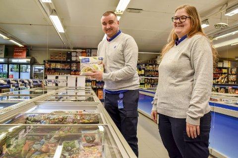 Tilbake på skolebenken: Thomas Hågensen (39) og Christina Sandberg (29) har fått muligheten til å ta fagbrevet i salgsfaget gjennom Rema-skolen.