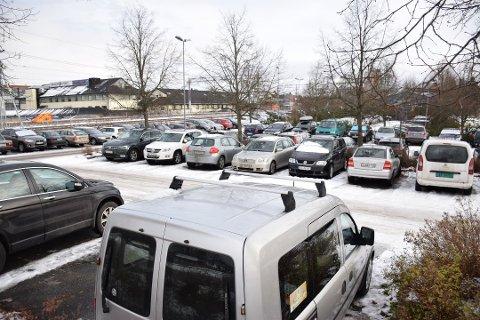 Årsaken til at Bane Nor ikke innfører betalt pendlerparkeringer i Askim er at de ikke eier flesteparten av parkeringsplassene ved stasjonen. Det gjør kommunen.