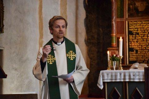 Gudstjeneste i Hobøl kirke, avslutning for undervisningsprest Bent Erik Arnesen.