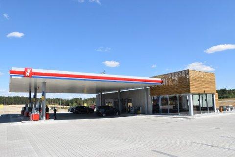 LANGS E18: YX Jaren ligger langs E18 ved avkjøringen til Knapstad.