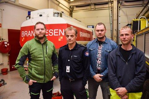 Simen Short, Rino Tvedt, Marius Tangen Olsen og Trym Busengdal er glade for at ingen av de 16 deltidsansatte ved brannstasjonen i Spydeberg mister jobben.