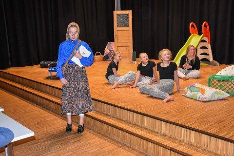 Kulturen blomstrer: Kulturskolen har også Trøgstad ungdomsteater der 8 elever torsdag hadde premiere på styket «La den slemme bli god igjen», regi og manus, Kornelia Sleten Haugen.