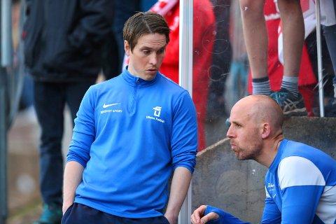Ullerns hovedtrener Ole Johan Aas (t.v.) gir seg i klubben. Her med assistenttrener Alexander Bendiksen. ARKIVFOTO