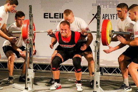 PERS: Simen Myrvold Johnson fikk opp 205 kilo i knebøy, noe somer pers med 12,5 kilo.