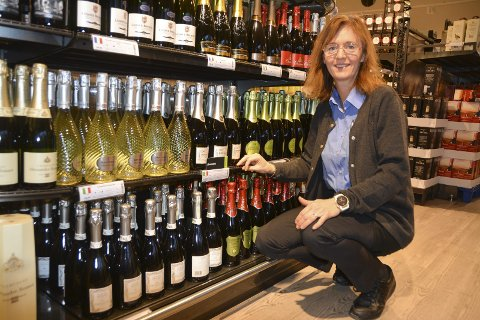 Bobledrikk: Butikksjef Line Schie Andersen (47) på polet i Mysen sier salget av boblende drikkevarer har økt med 7 prosent i år.