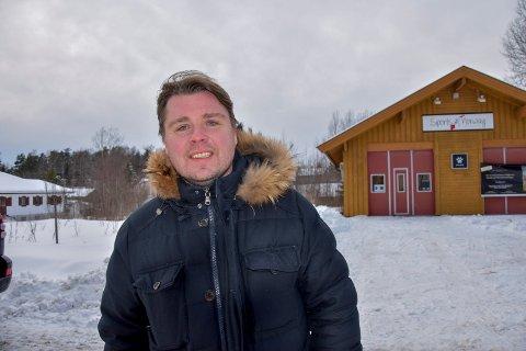 Satser sentrumsnært: Jon Terje Lian i Lian Holdning as er byggherre og ønsker seg kjapp byggestart. Han fikk kjøpt tomt av kommunen. - De nye leilighetene kan folk flytte inn i til høsten, sier han.