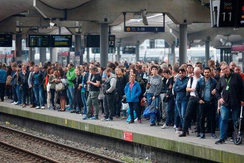 Alle nødetatene rykket til medling om røykutvikling i en tunnel ved spor 9 og 10 på Oslo S.