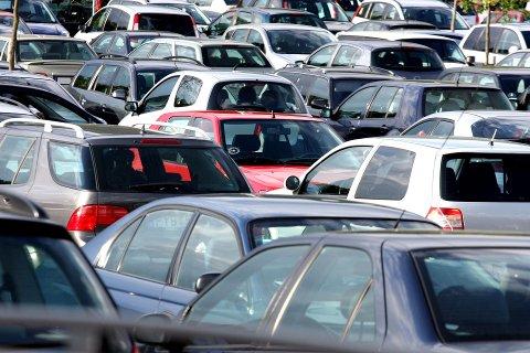 Eierne av 97.000 kjøretøyer risikerer dagbøter fra torsdag.