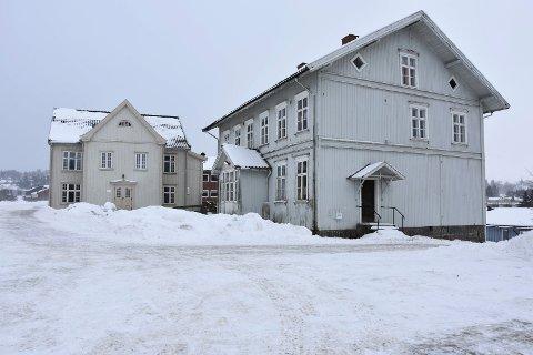 Gjenbruk: Det har kommet flere ideer om hva det gamle kommunehuset og skolen på Skjønhaug kan brukes til i fremtiden.