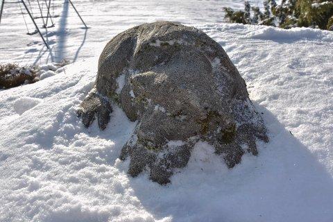 Yngre utgave: Den sovende bjørnen hos Jorunn Duserud kan være laget på 1970-tallet og 20 år ynge enn de to andre i familien.