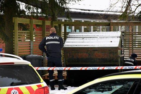 VED SKOLE: Den døde kvinnen ble funnet i søppelskuret ved Korsgård skole.