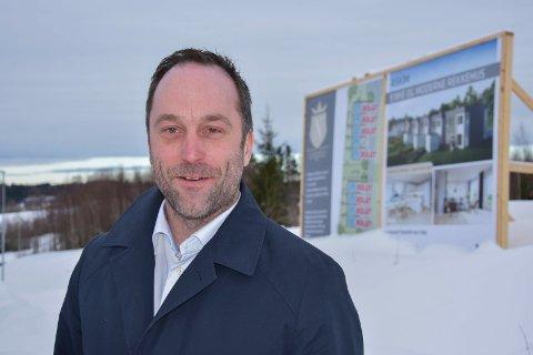 Populær:- Askim er tydeligvis et attraktivt sted, sier salgsleder Kenneth Simonsen. Nå har han solgt 8 rekkehusleiligheter og legger flere ut for salg i Løkenskogen.
