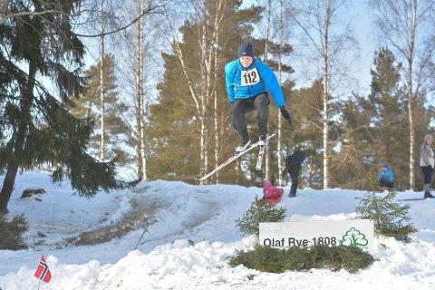 HØYT: Markus Holtet var en av flere som hoppet høyt i bakken.